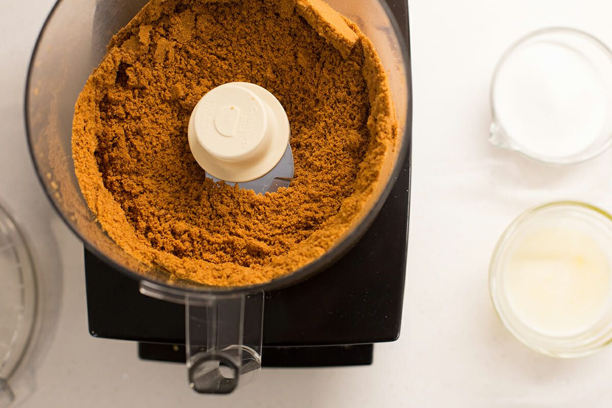 How to Make Cheesecake with Lemon - crushed ginger snaps in food processor