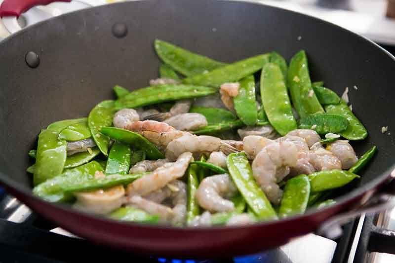 shrimp-snow-peas-method-2