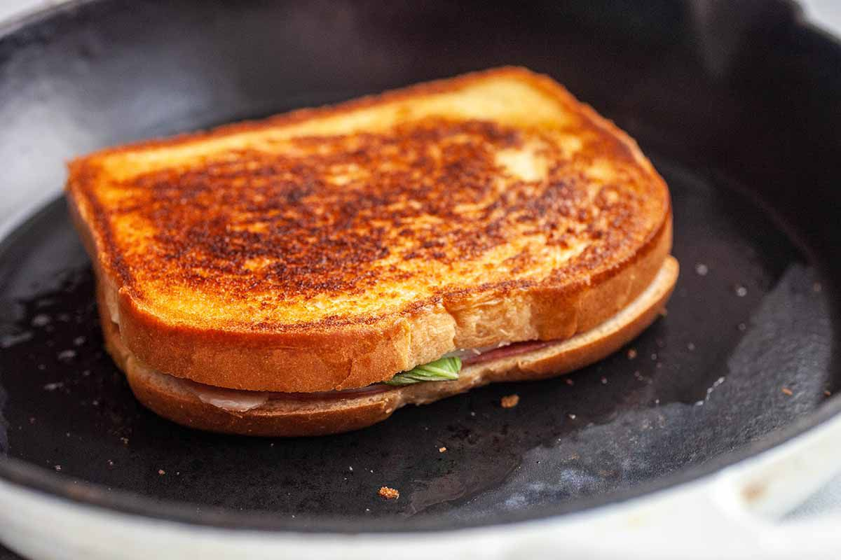 How to make Grilled Cheese grill that cheese