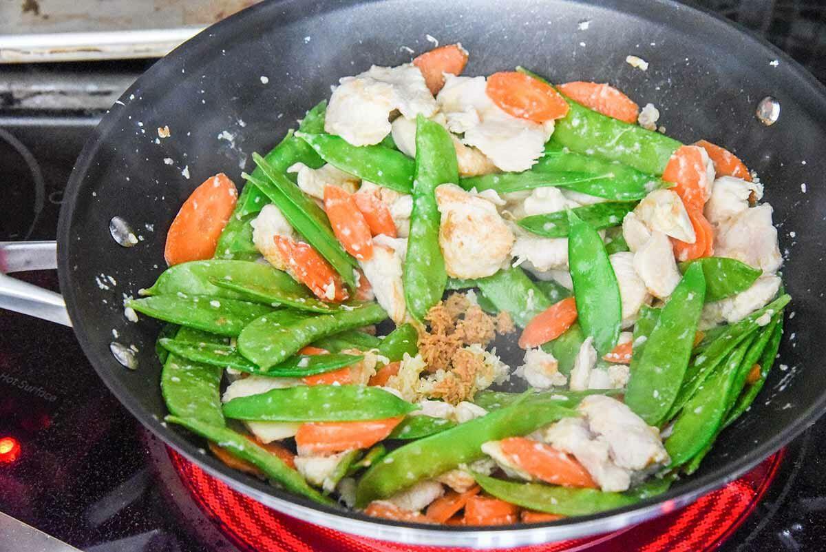 Moo Goo Gai Pan Chinese Food stir fry the peas and carrots