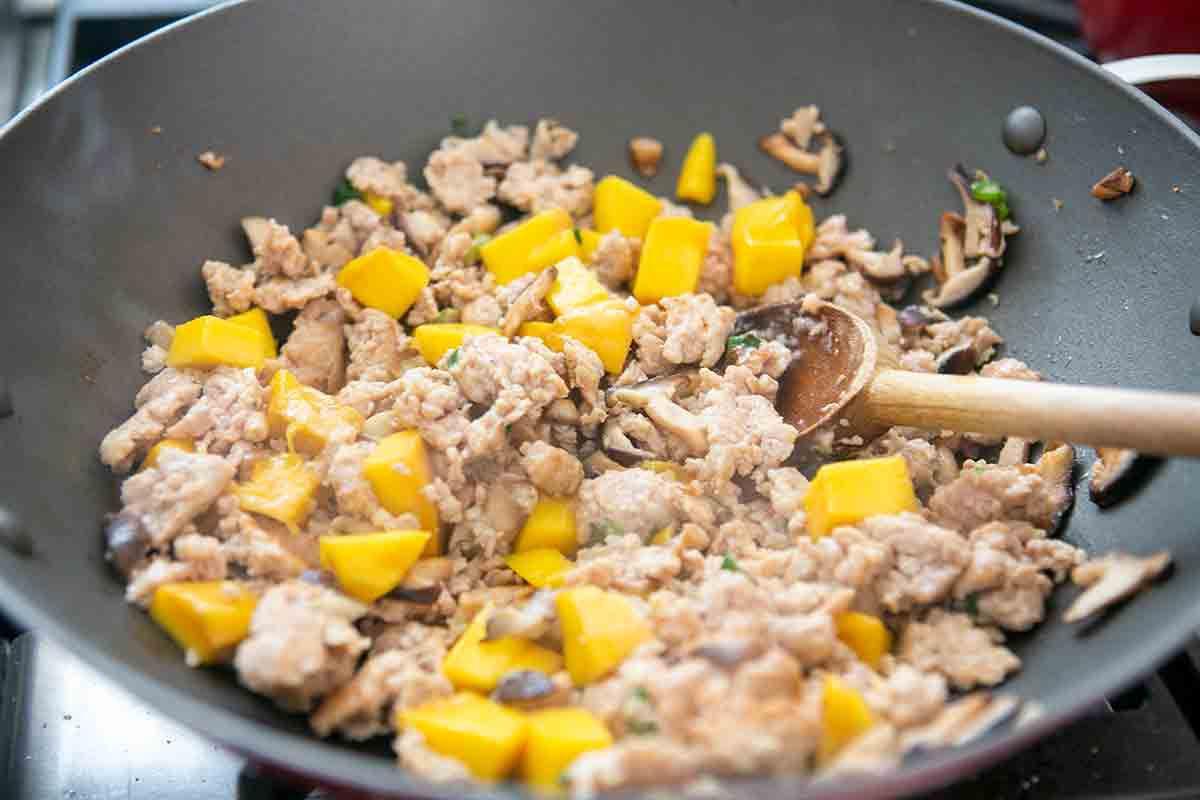 make mango chicken filling for lettuce wraps