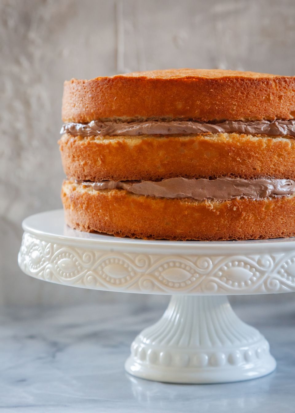 How to make even cake layers with a cake set on a cake stand.