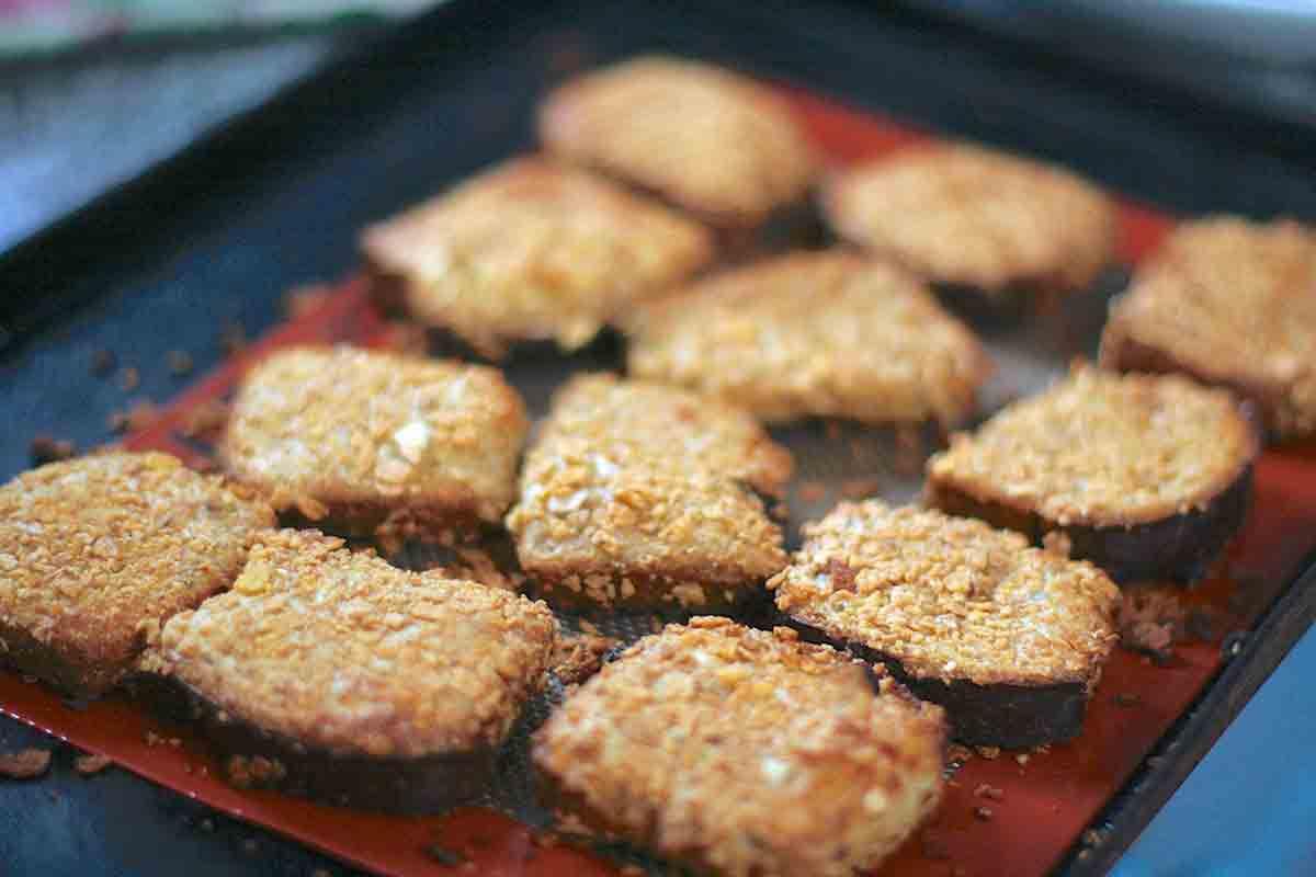 arrange crunchy french toast on baking pan