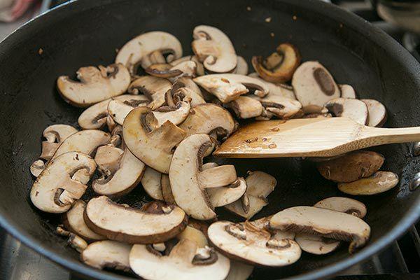 mushrooms cooking beef stroganoff ingredients