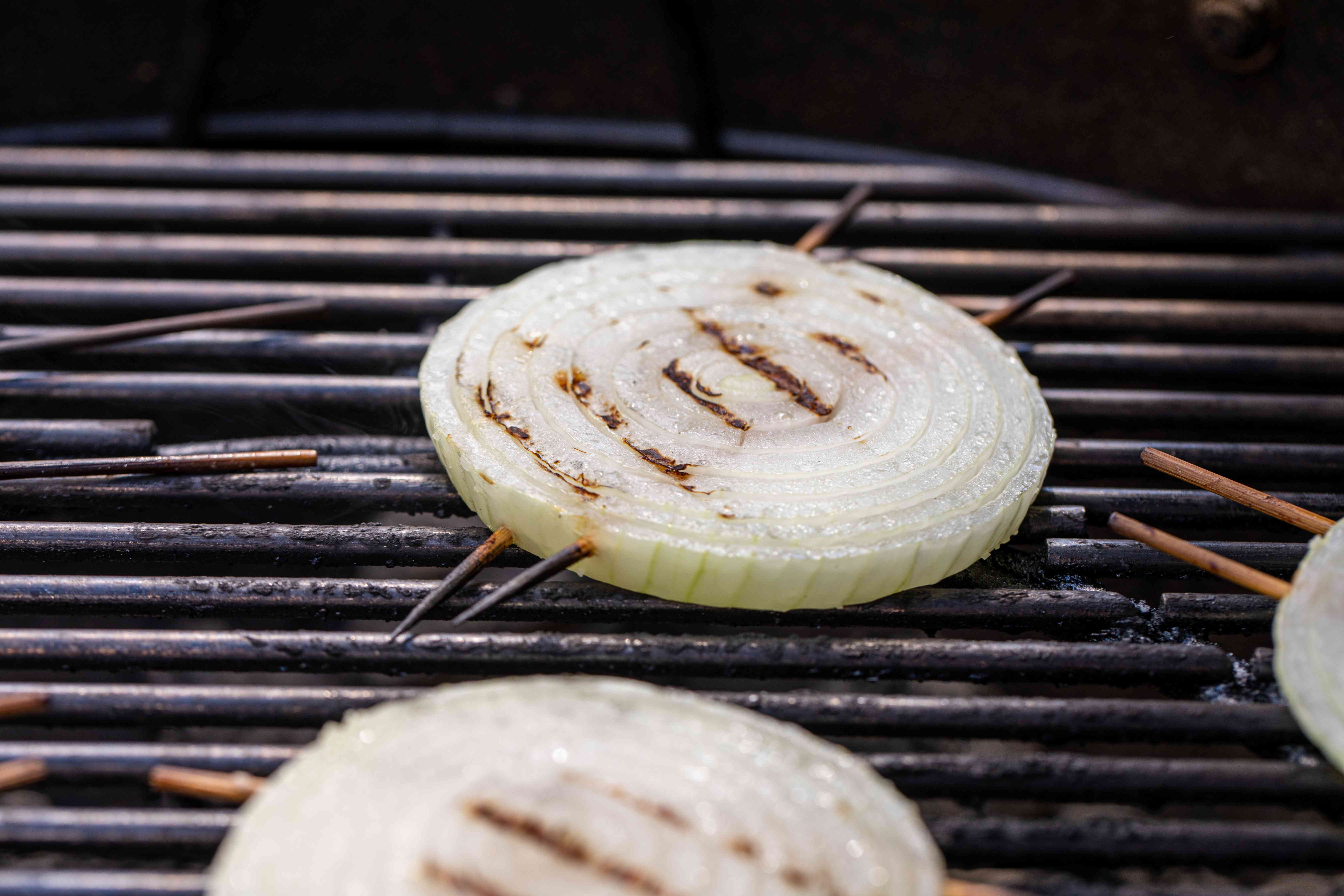 Onions on a grill to show how to grill onions.