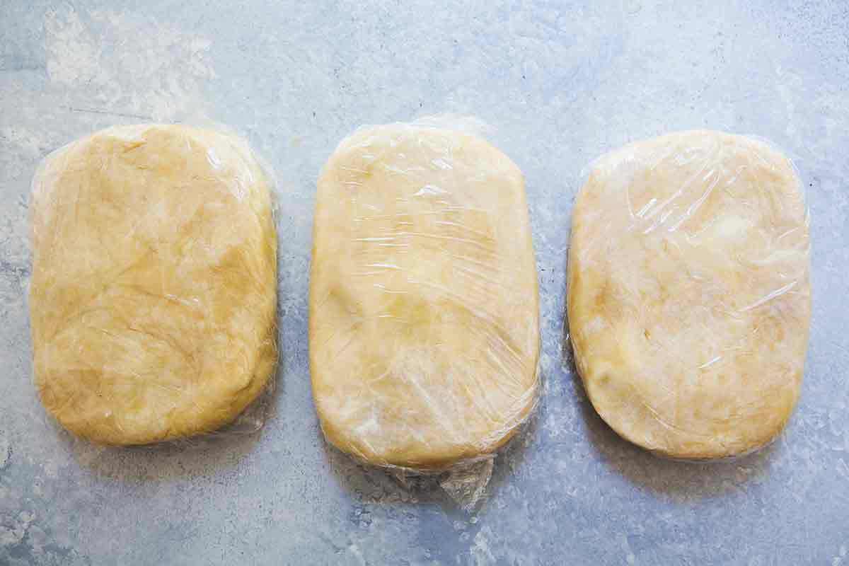 form 3 rounds of pie dough for american flag pie crust