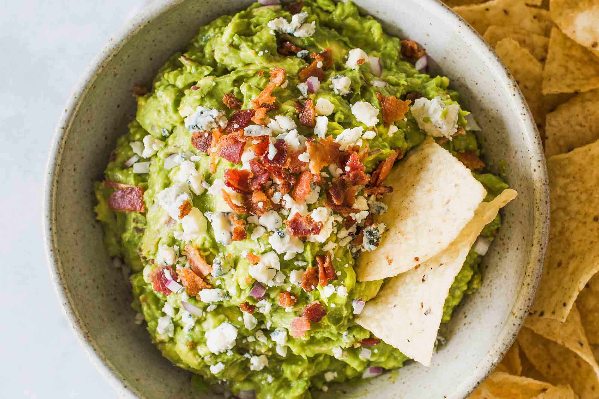 Best Guacamole Recipe with Bacon - guacamole with bacon and chips