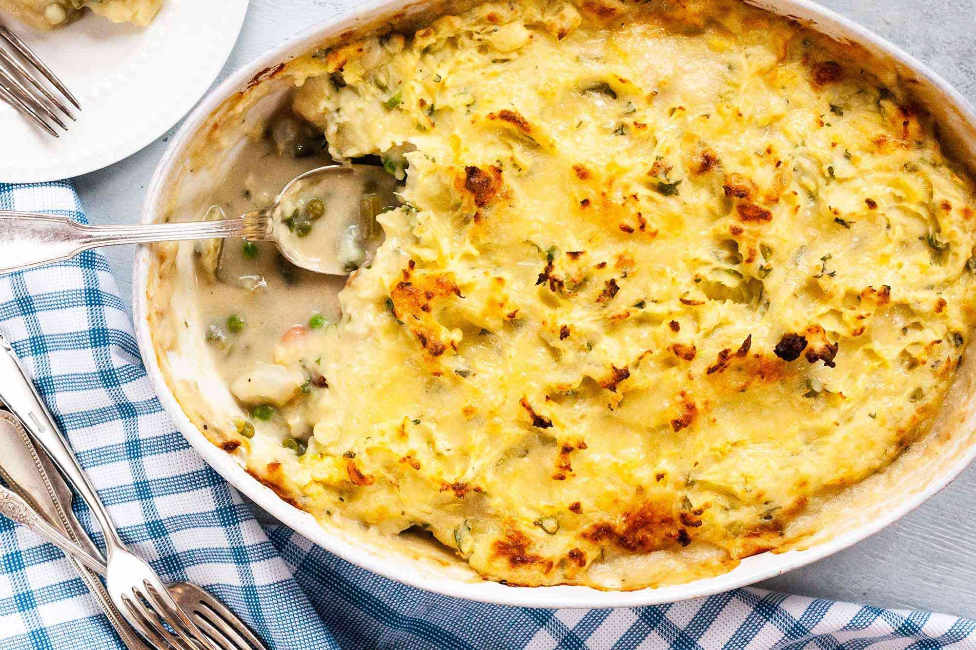 Easy Vegetarian Cottage Pie: shot of white casserole dishw filled with sheperds pie.