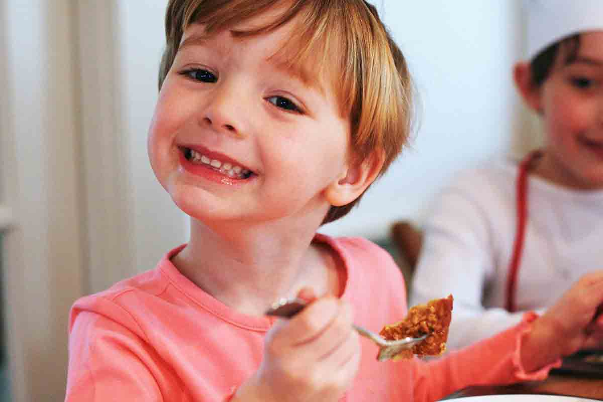child eating crunchy french toast