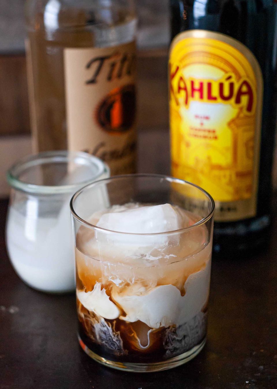 white russian cocktail made with vodka and kahlua