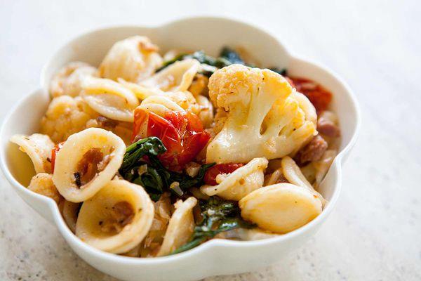Pasta with Cauliflower and Prosciutto