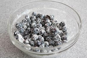coat blueberries with flour