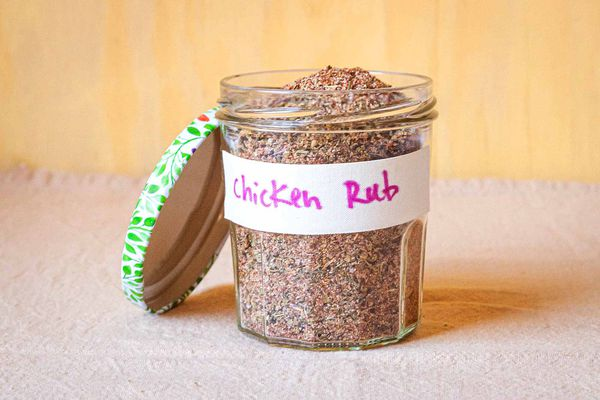 Dry rub for chicken - jar with leaf lid and label