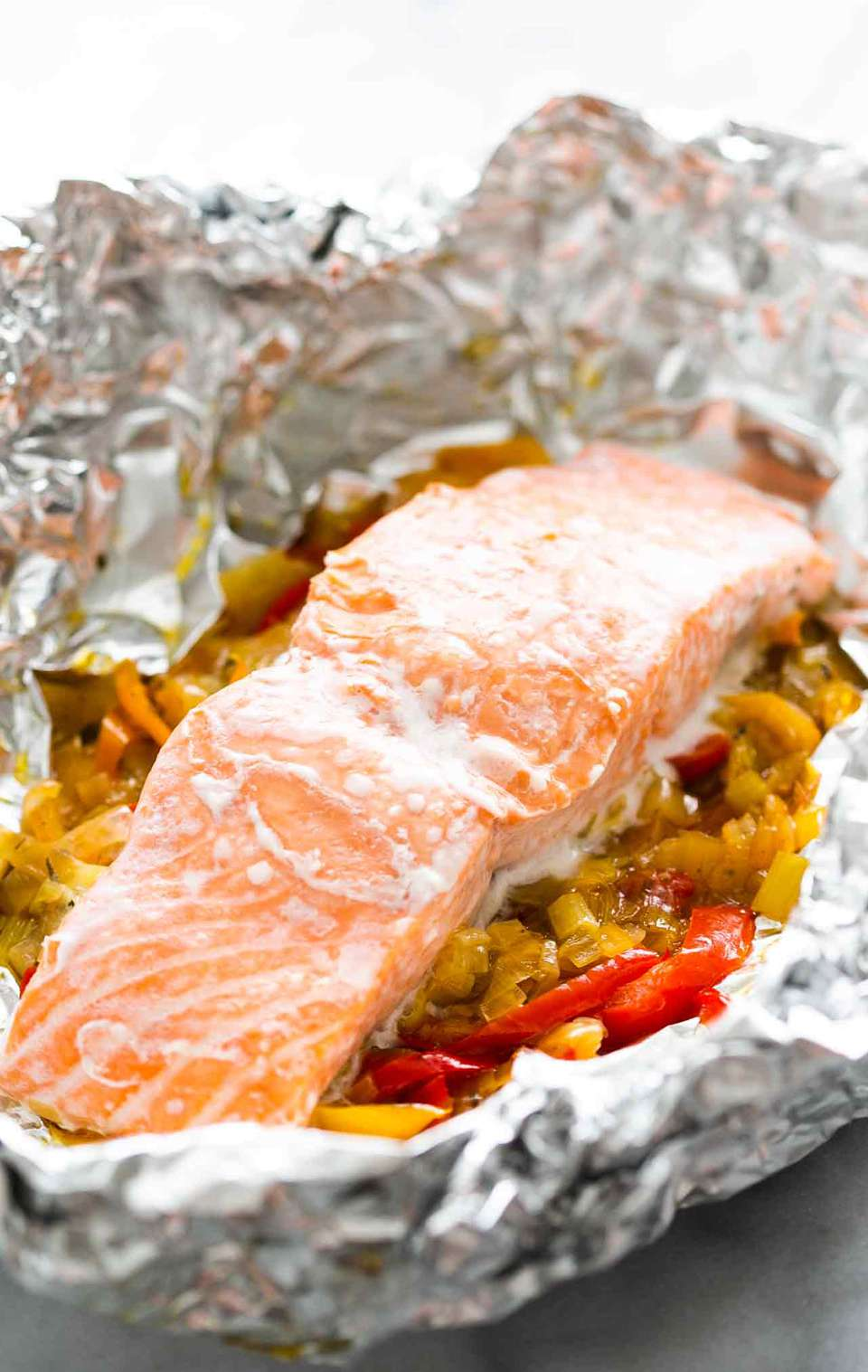 Salmon Foil Packets with Leeks and Bell Peppers