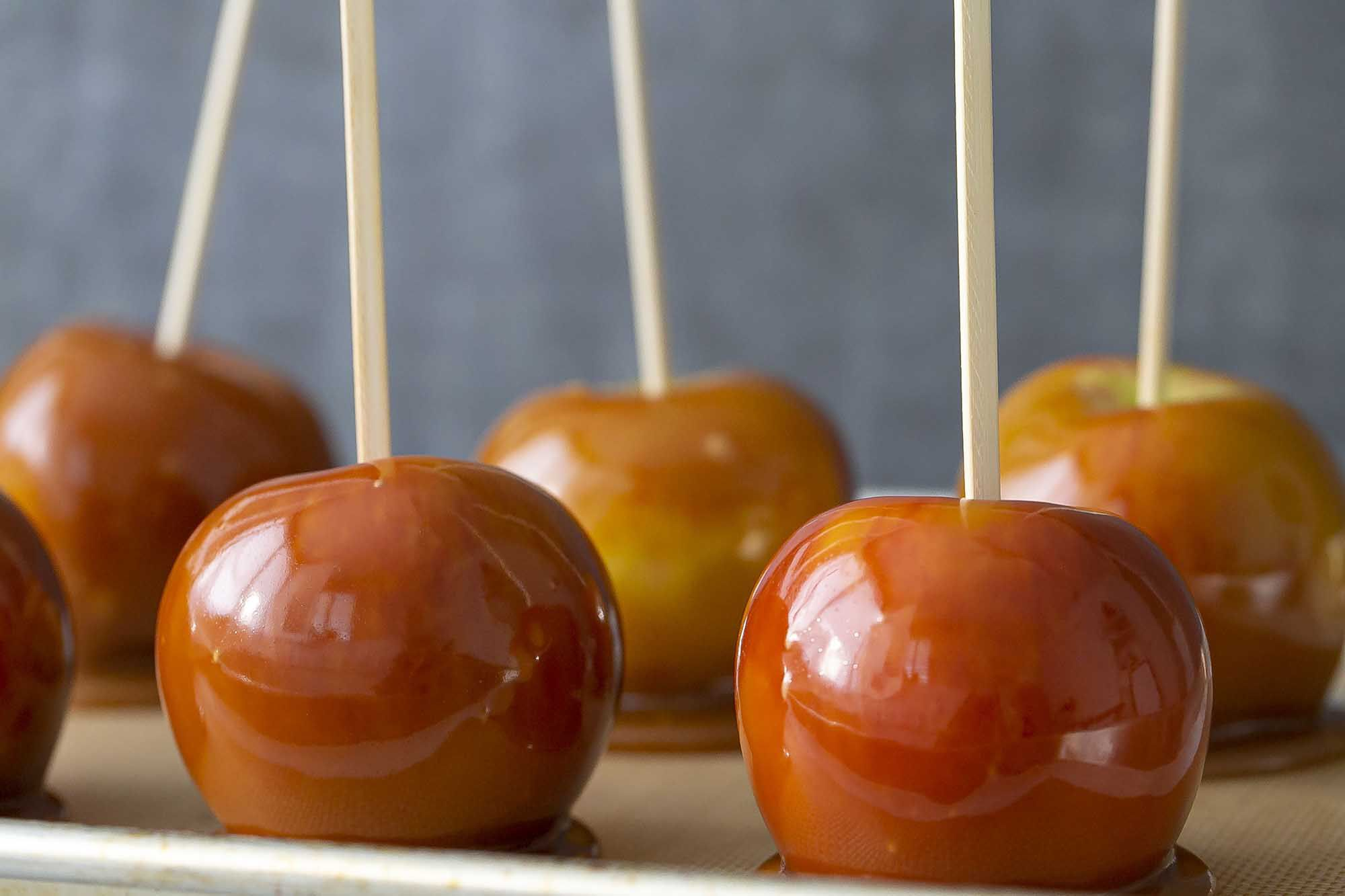 How to Make Caramel Apples caramel apples finished product