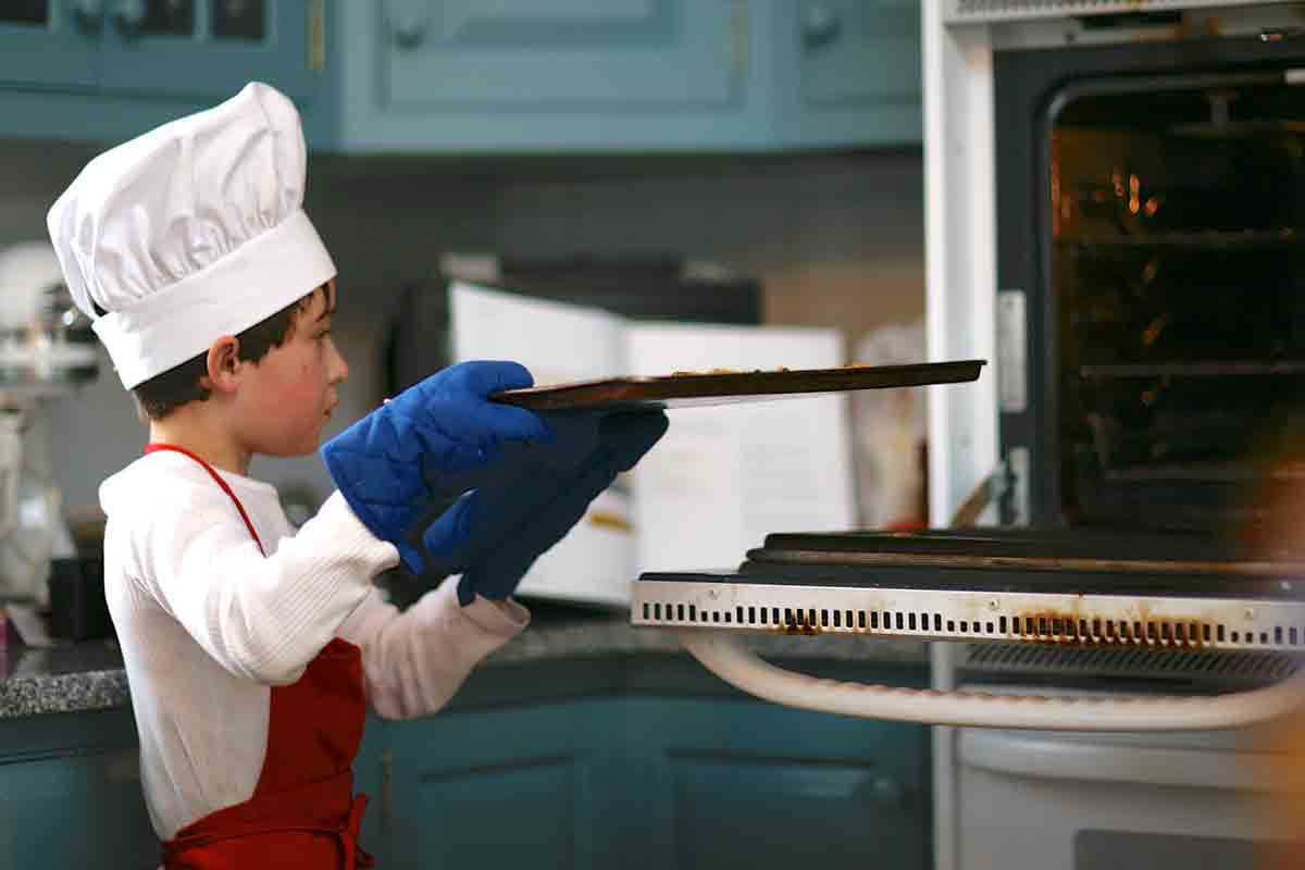 child putting crunchy french toast in oven