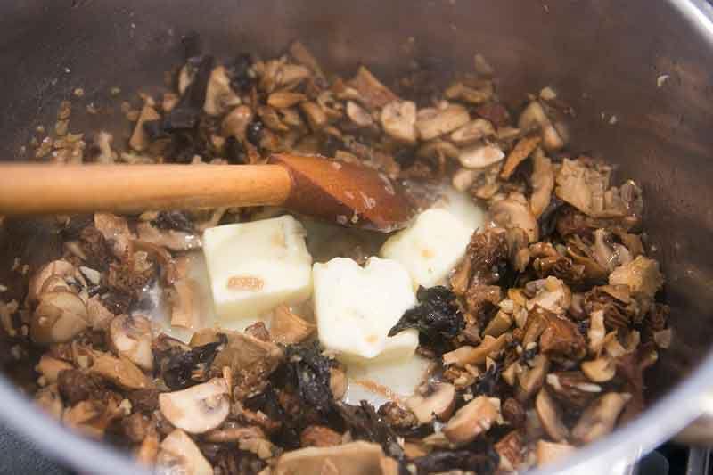 cream-of-wild-mushroom-soup-method-7