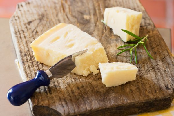 cheese-knife