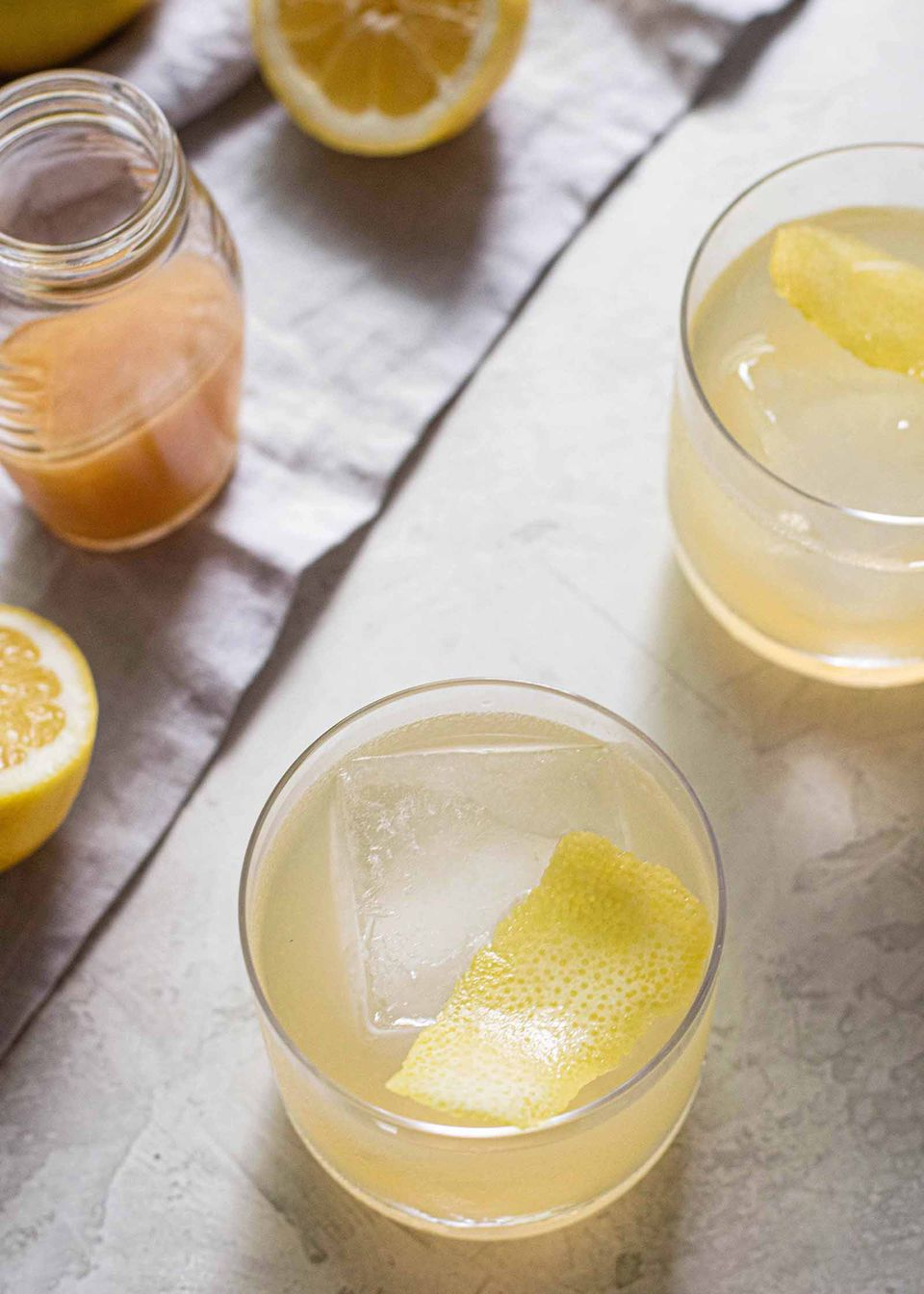 Bee's Knees cocktail drink recipe with honey, gin, and lemon