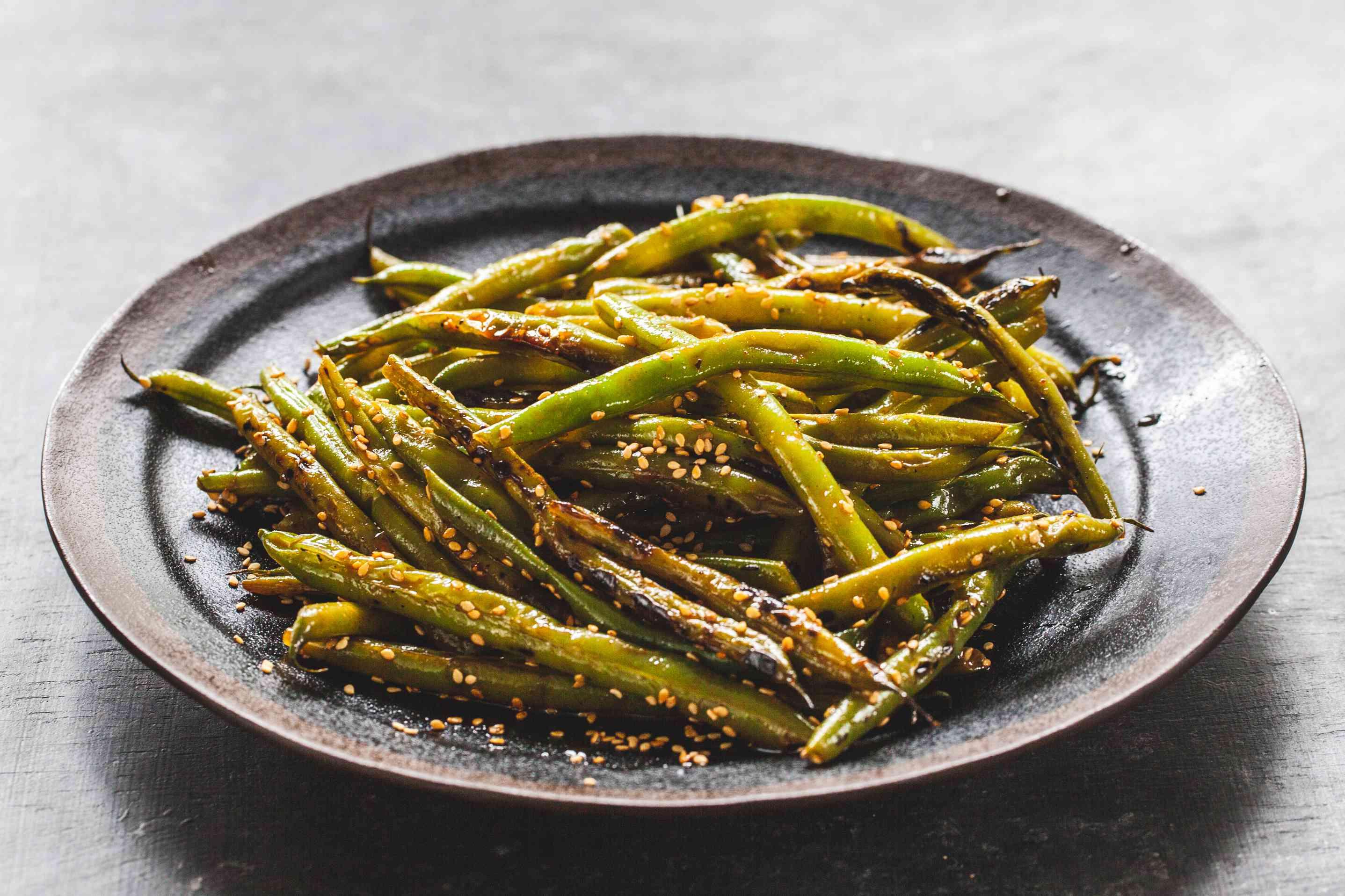 Gochujang green beans on a plate.