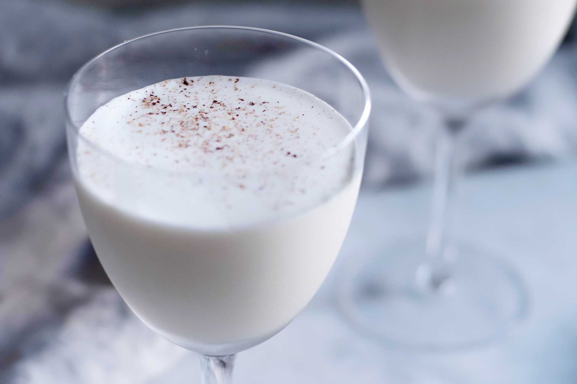 Nutmeg on brandy alexander cocktail