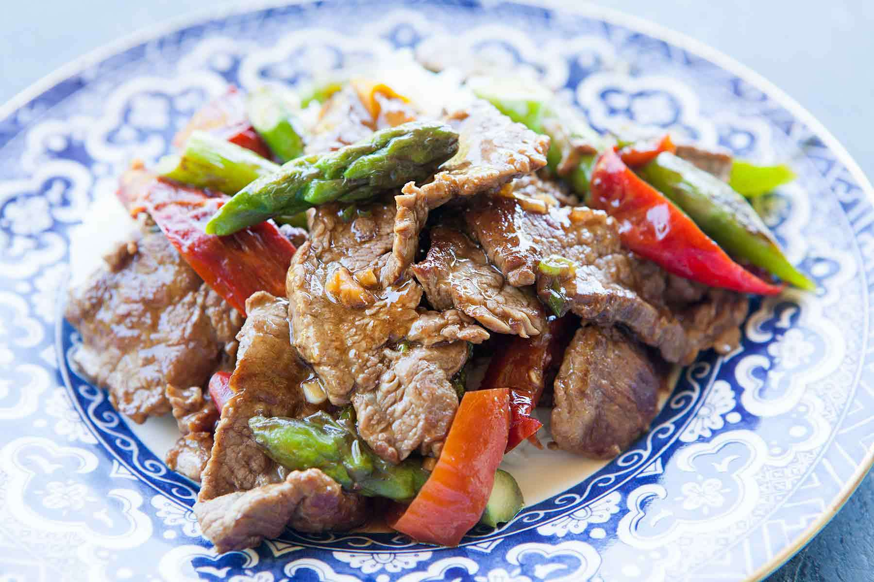 Flank Steak Stir Fry with Asparagus and Red Bell Pepper