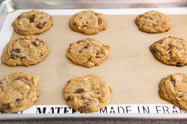 perfectly baked chocolate chunk cookies
