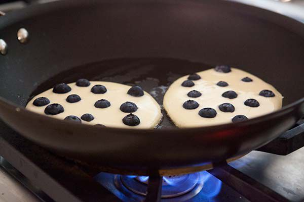 How to make blueberry pancakes that don't turn blue