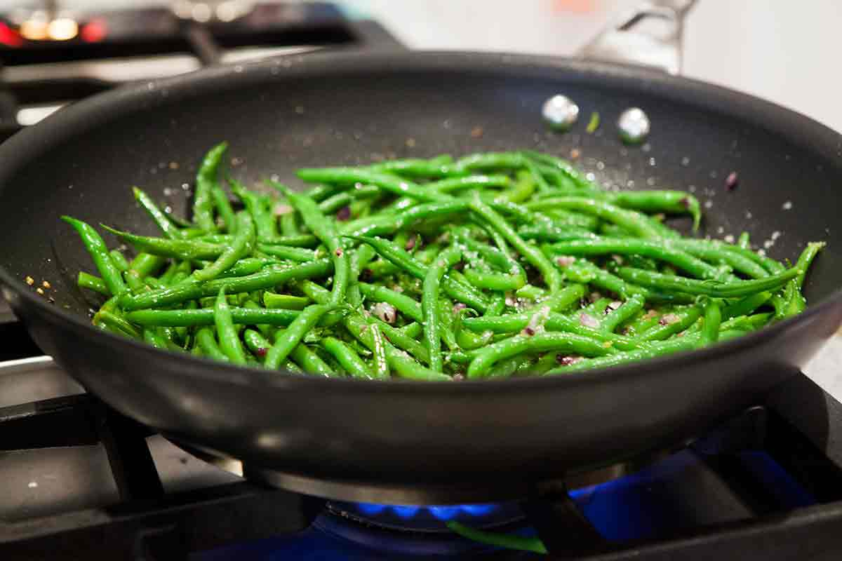 sauteeing french green beans haricot verts