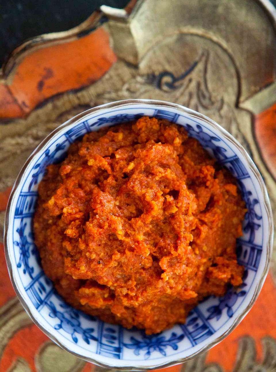 how to make Spanish Romesco Sauce