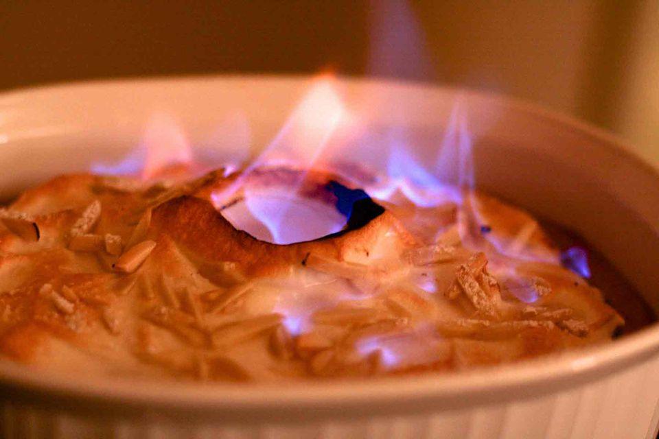 Le Tallyrand flambe meringue dessert