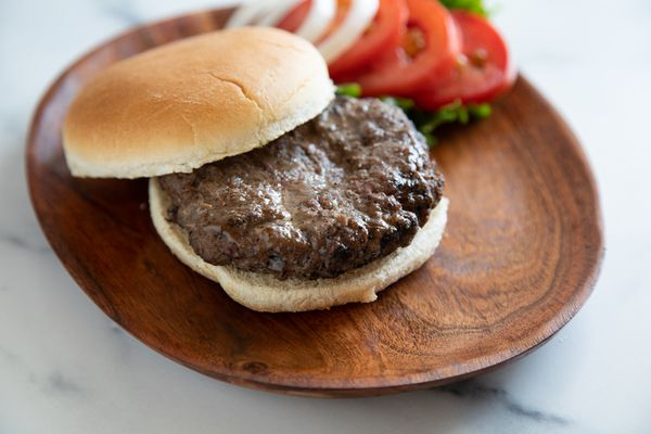 A hamburger on a bun to show what kind of ground beef to buy for burgers.