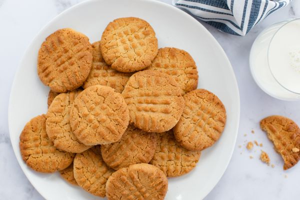 A plate of Peanut Butter Cookies.
