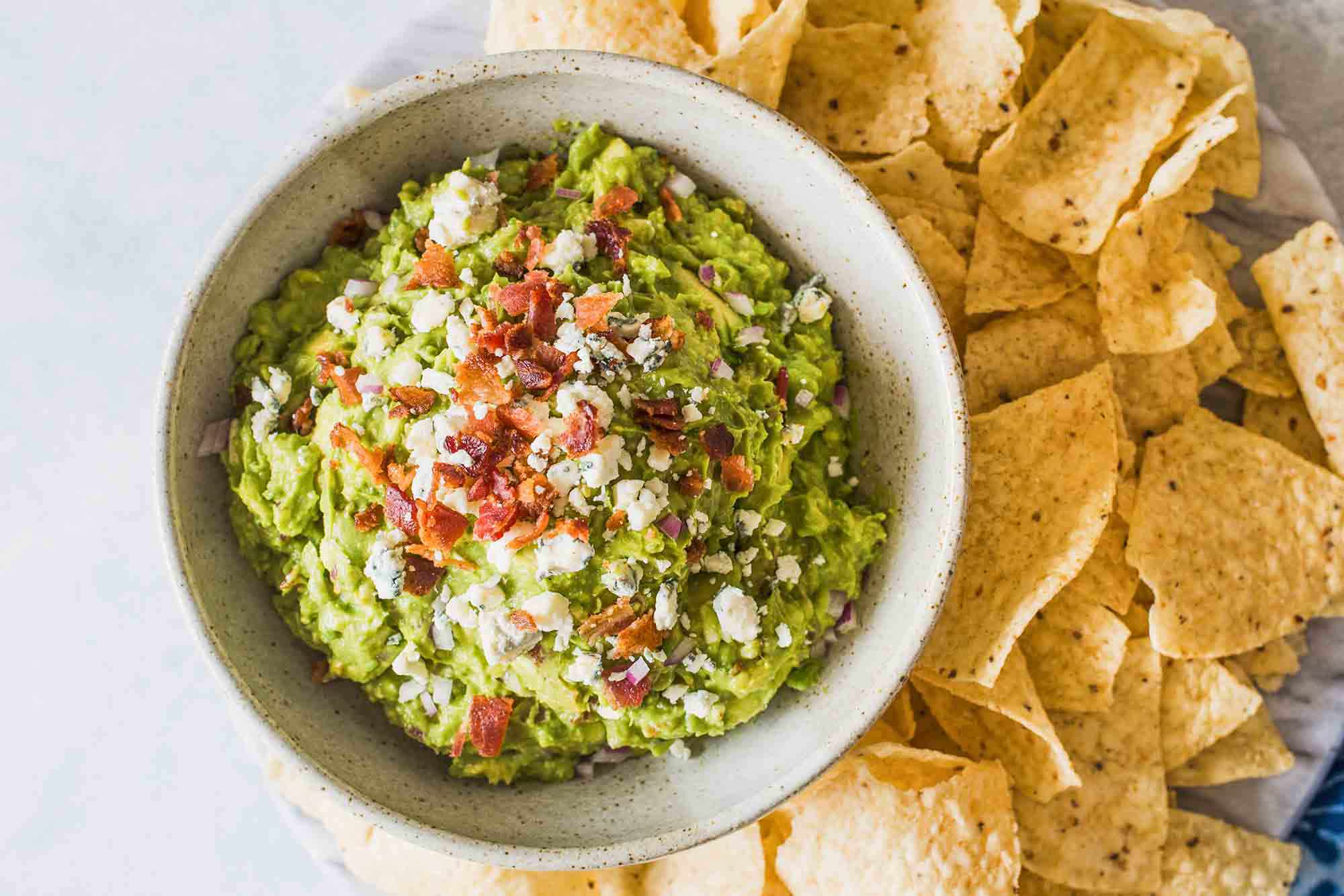 Guacamole Recipe with Bacon - guacamole with bacon and chips