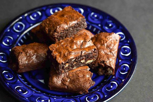 A plate of brownies.