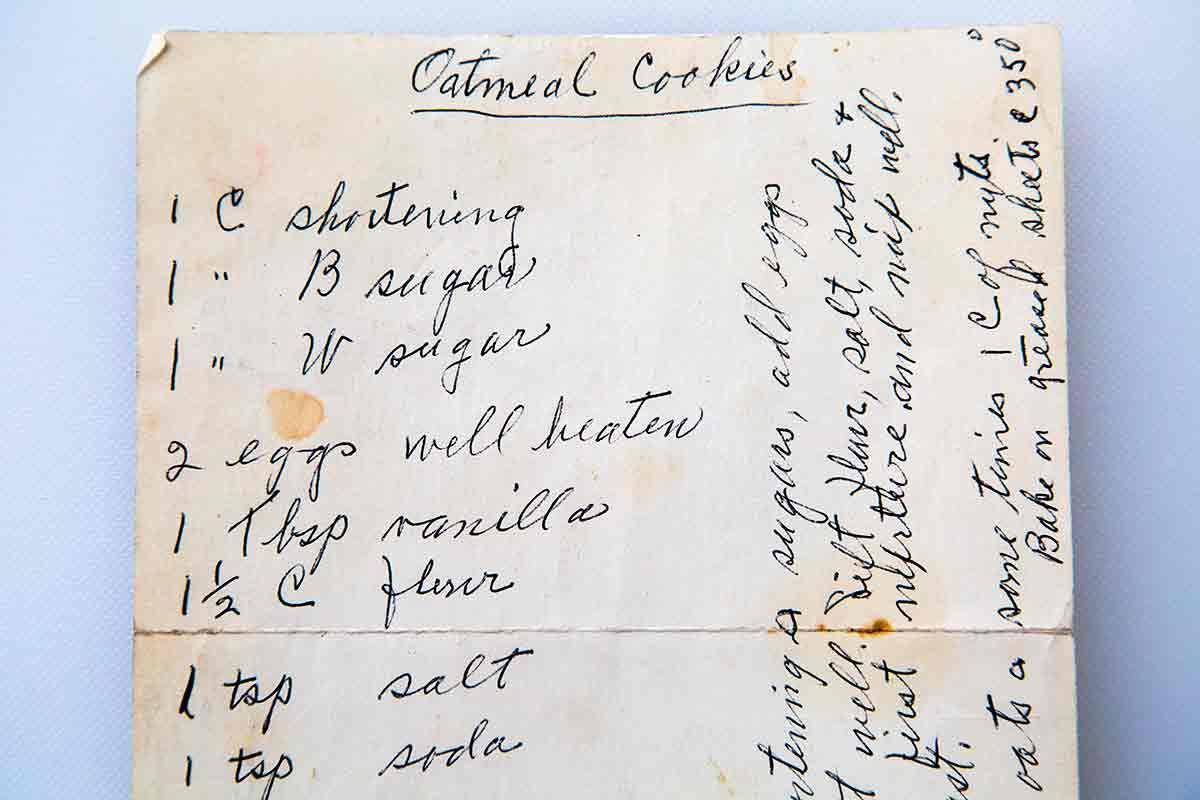 handwritten recipe card for oatmeal cookies