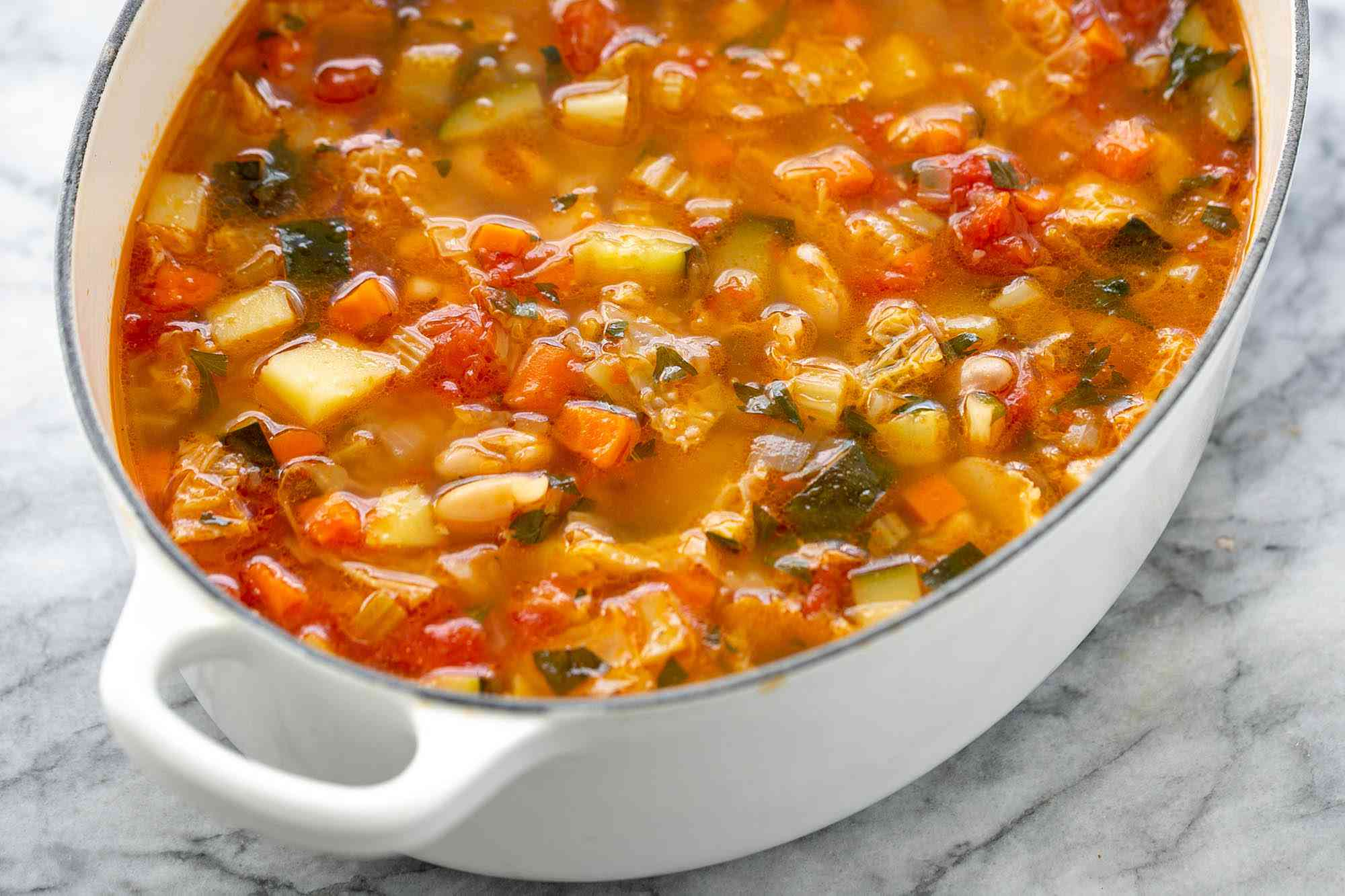 minestrone soup in bowl