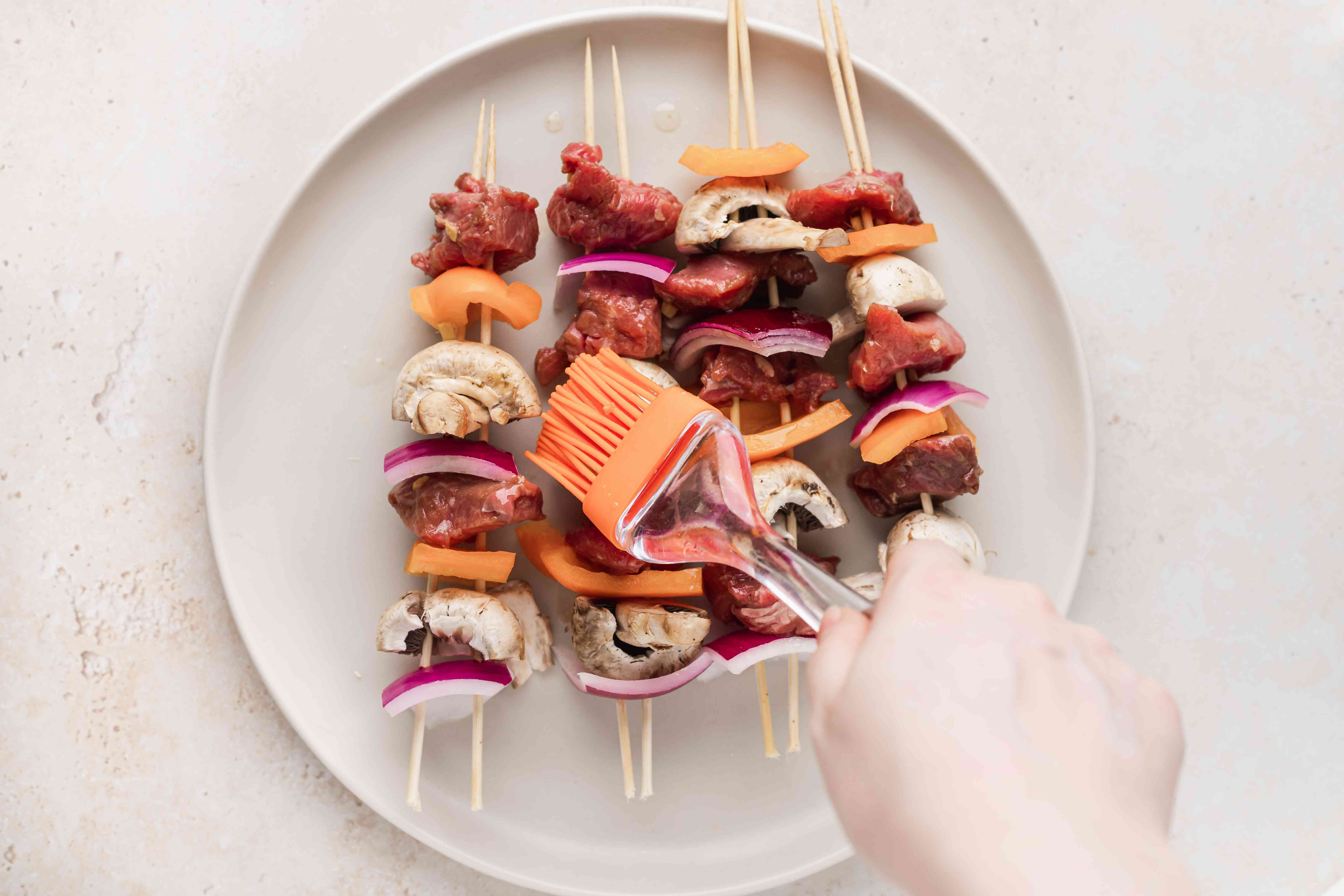 A plate of beef kabobs.