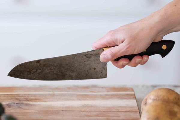 How to Hold a Chef's Knife