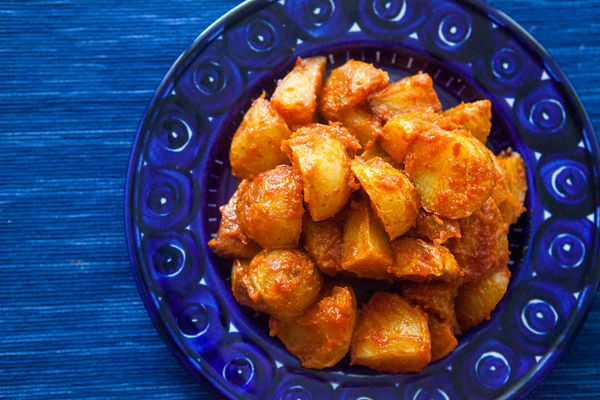 Roasted Potatoes with Spicy tomato sauce (patatas bravas)