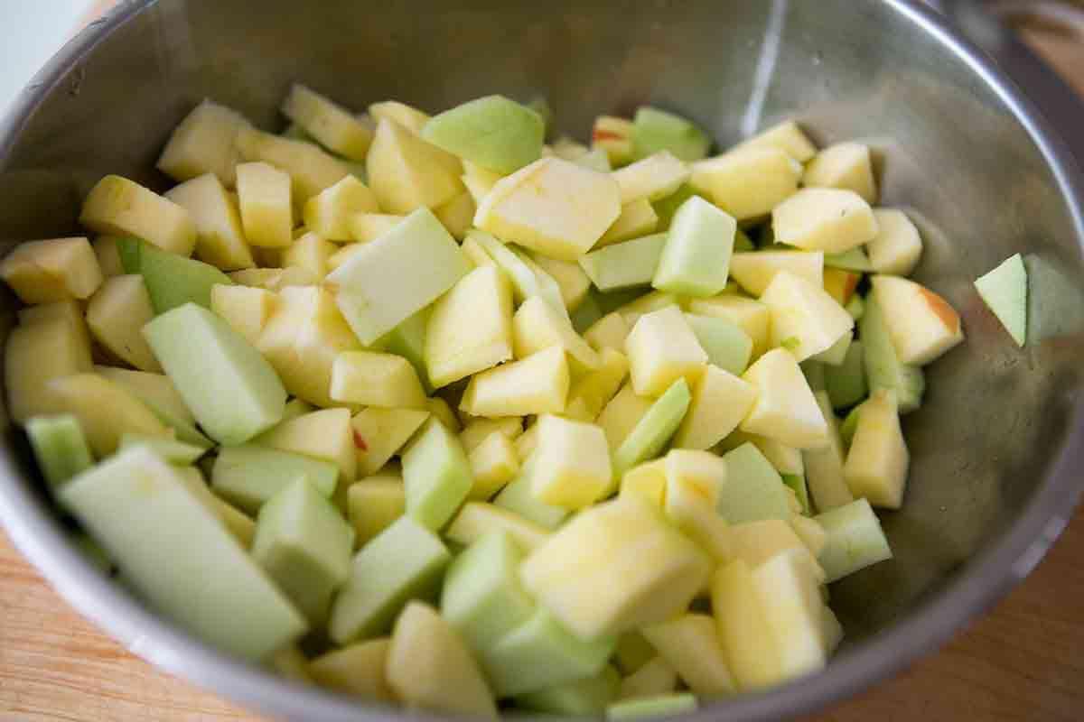 prepping apples for apple cobbler