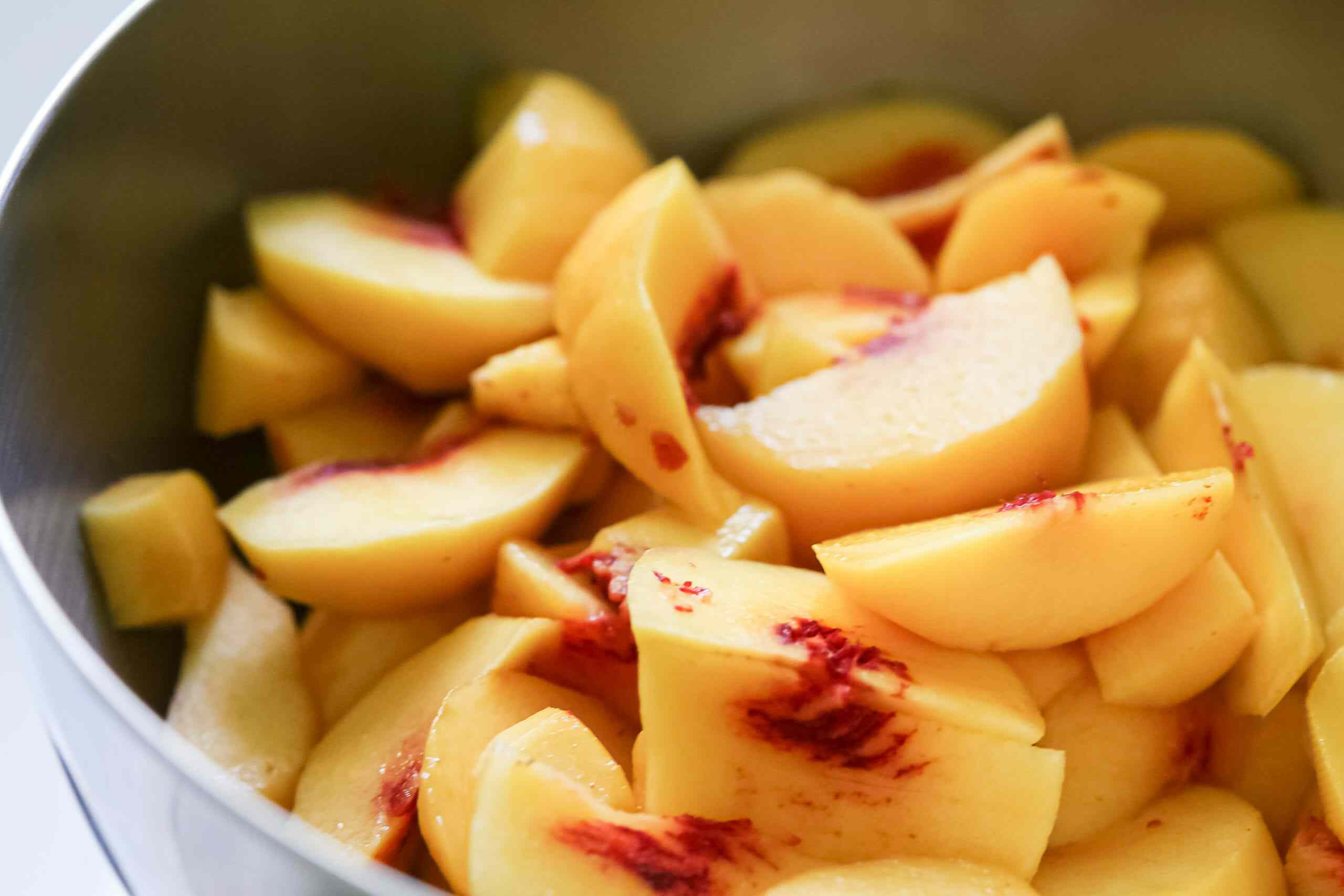 Slices peaches for easy peach cobbler
