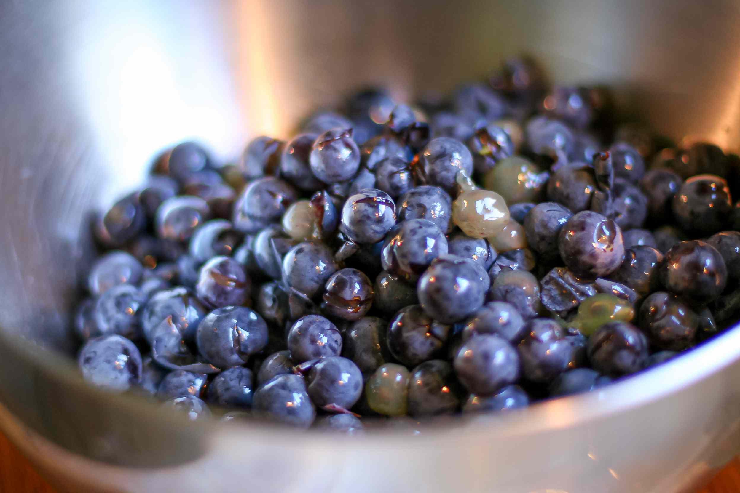 How to make grape juice.