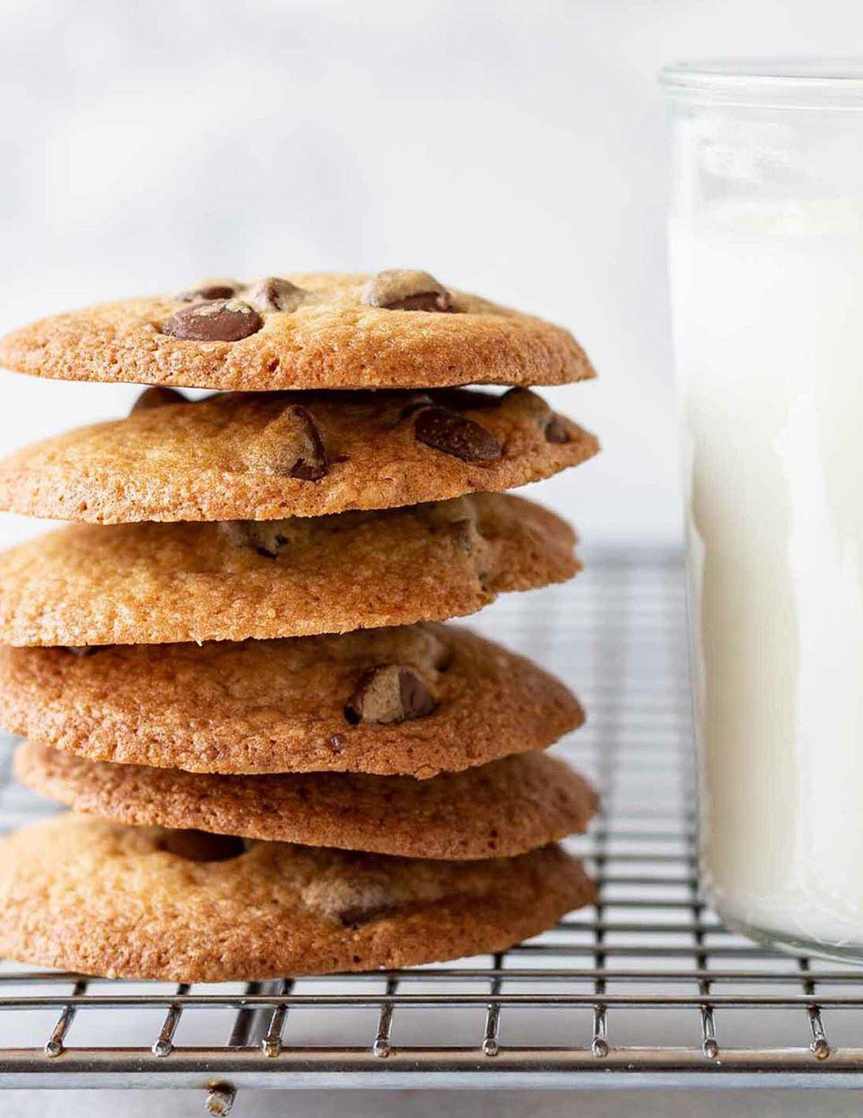 How to Make Crispy Chocolate Chip Cookies