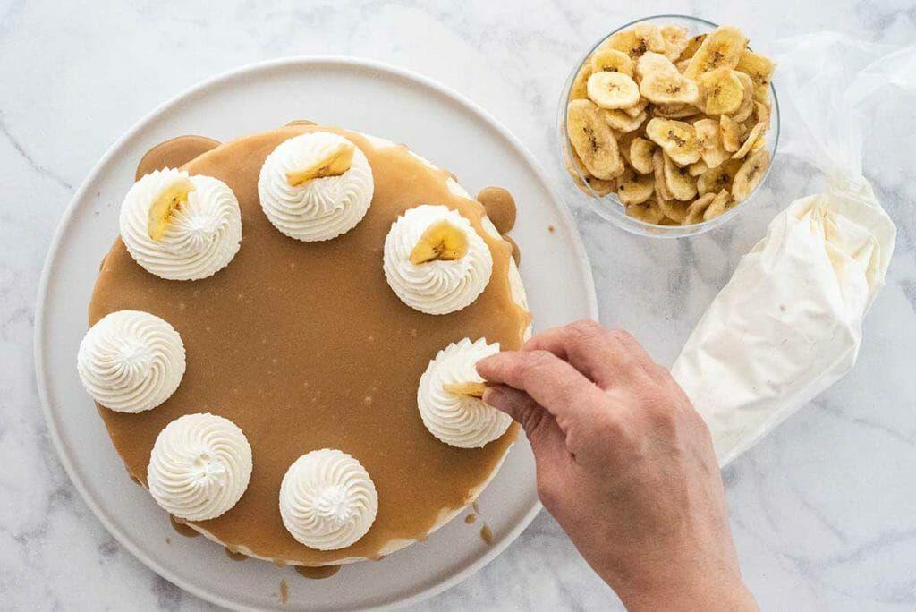 Easy Banoffee Cheesecake Recipe cake and bowl of bananas