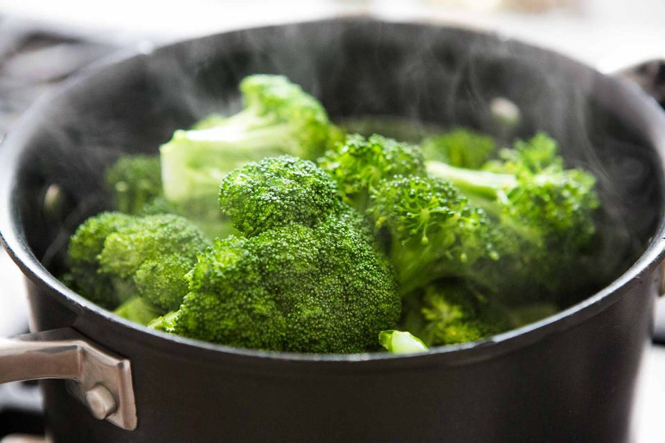 Steamed broccoli in the pan