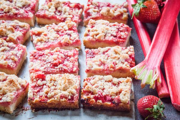 Crumble Bars with Rhubarb and Strawberry