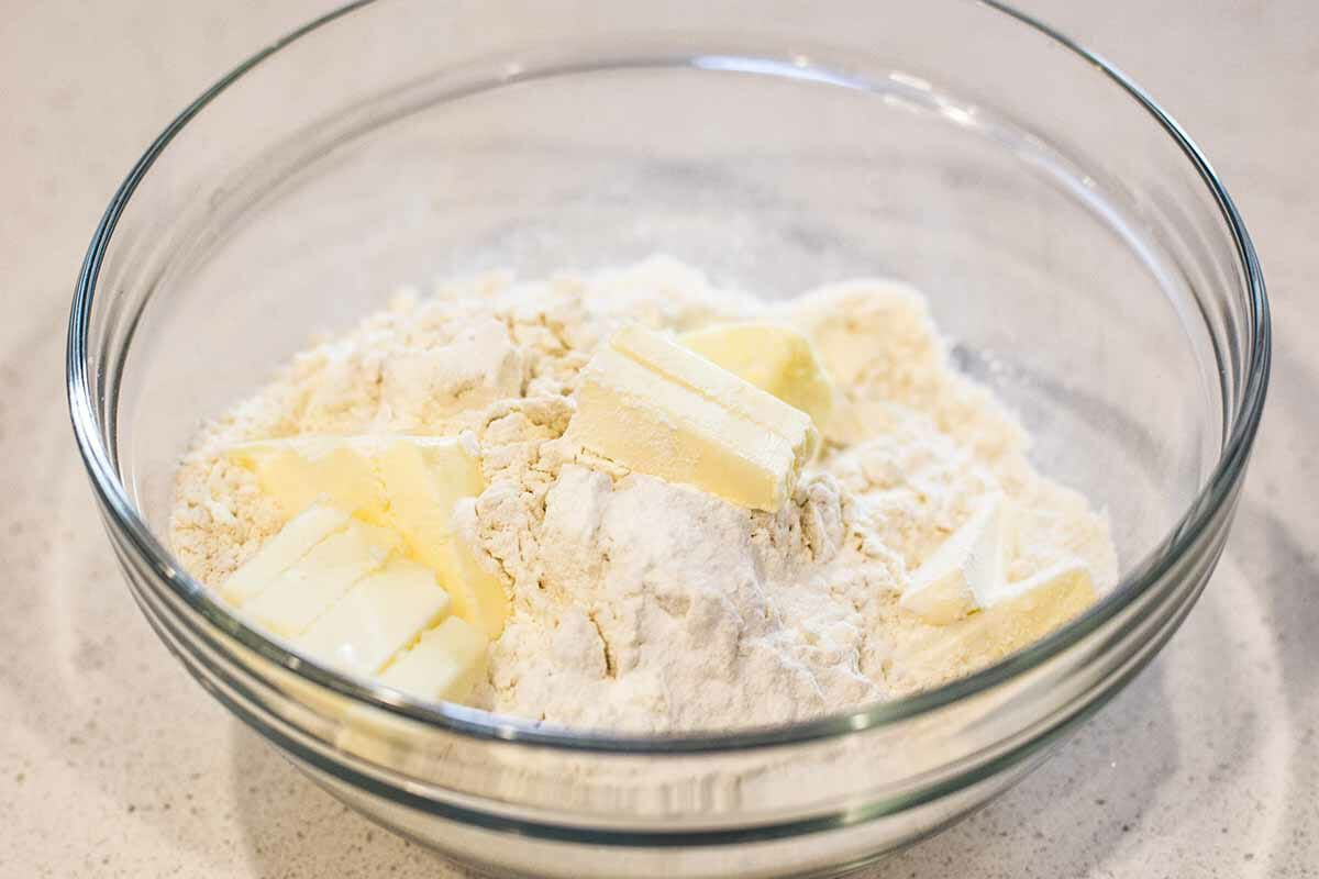 Easy Cherry Cobbler Recipe combine the dry ingredients