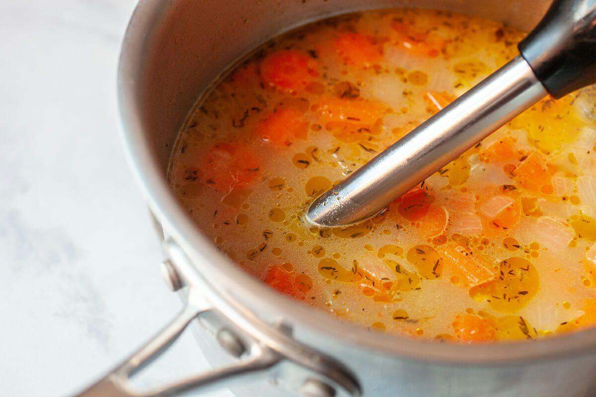 Simple Carrot Soup Recipe blend the soup
