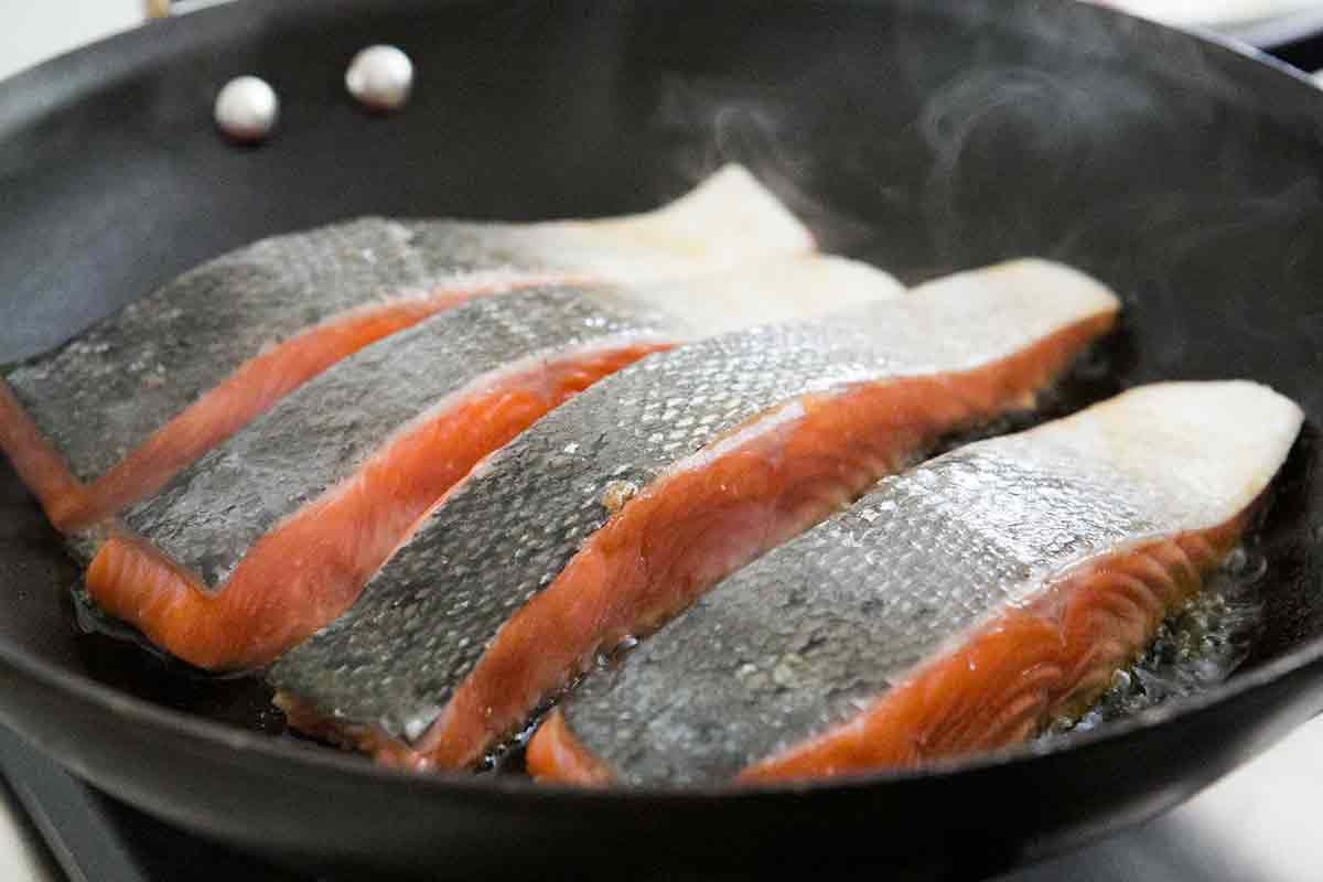 how to cook honey glazed salmon on stovetop